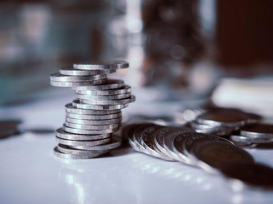 Как правильно давать деньги в долг, чтобы не потерять друзей и деньги